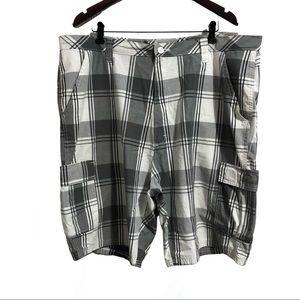 ❤️3/$30 Wrangler plaid cargo shorts. 42